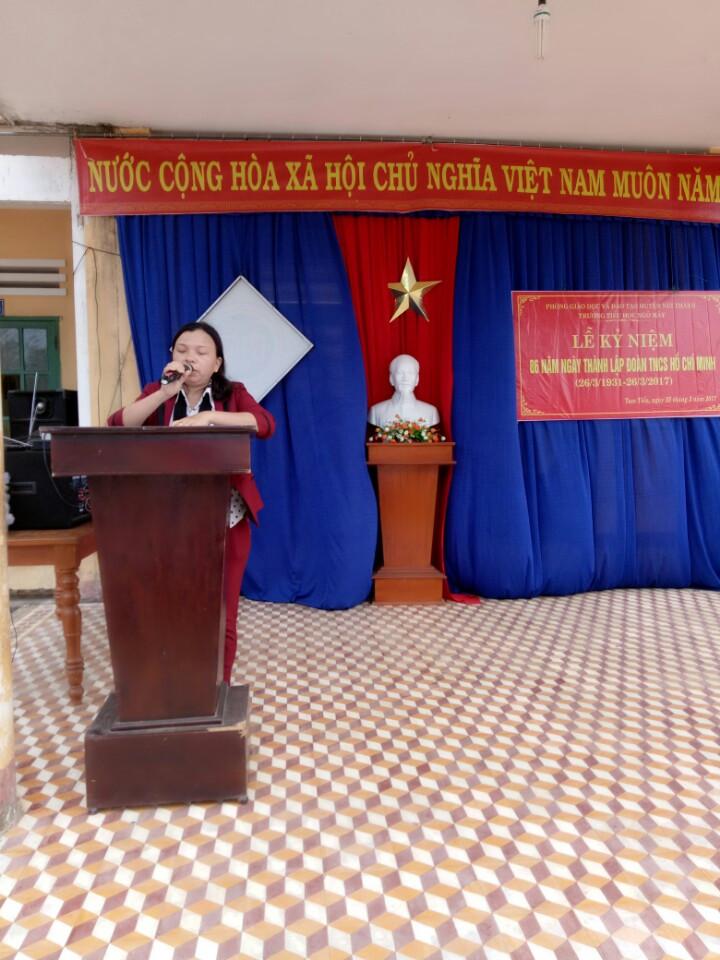 Cô giáo Nguyễn Thị Niên - BÍ thư Chi bộ- Hiệu ttưởng nhà trường